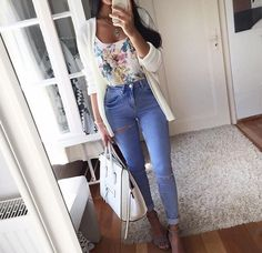 Find images and videos about fashion, style and outfit on We Heart It - the app to get lost in what you love. Cute Casual Outfits, New Outfits, Spring Outfits, Fashion Outfits, Clothes, Beautiful Images, Floral Denim, Denim Jeans, Heart