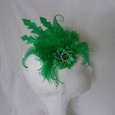 Emerald Green Glitter Feather & Crystal Fascinator Hairclip £12.99