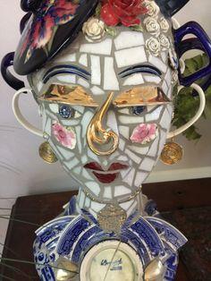 mosaic in driftwood - Garten Mosaic Flower Pots, Mosaic Pots, Mosaic Diy, Mosaic Crafts, Mosaic Projects, Mosaic Designs, Mosaic Patterns, Mosaic Portrait, Ceramic Mosaic Tile