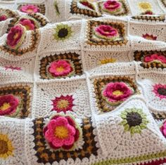 ༺༺༺♥Elles♥Heart♥Loves♥༺༺༺ ............♥Crochet Motifs♥............ #Crochet #Stitches #Patterns #Tutorial #Design #Motifs #Granny #Square #Chart ~ ♥Country Rose Floral blanket square. Crochet for Children.