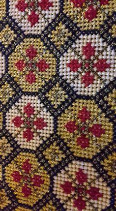 Cross Stitch Borders, Cross Stitch Patterns, Embroidery Stitches, Embroidery Designs, Cross Stitch Cushion, Palestinian Embroidery, Art N Craft, Cushion Covers, Bohemian Rug