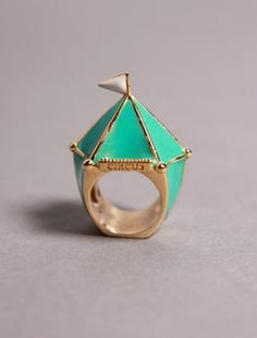 Big top ring, so cute!