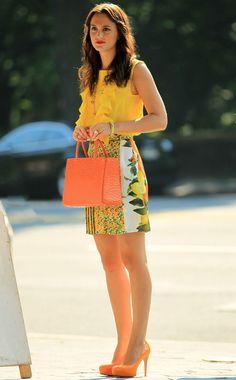 Leighton Meester es otra de las celebrities que apuesta por la tendencia de lucir frutas en su look cuando se mete en la piel de Blair en 'Gossip Girl'. En esta ocasión luce un top con volantes amarillo de Peter Som, falda con estampado de limones y naranjas de Stella McCartney, pumps naranjas de Brian Atwood y bolso a juego de Riki Rosetta. ¿Necesitas inspiración? http://www.elle.es/star-style/el-estilo-de/look-frutas-leighton-meester