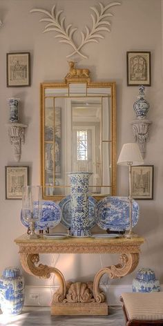 [Interesting, chalky look to the wall.] Porcelanas en azul