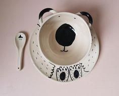 Une jolie assiette en céramique réalisée entièrement à la main avec soin et amour. Dimensions Assiette 21cm