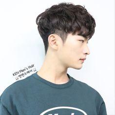 hair beauty - 2019 남자 머리스타일, 펌 전문 ( menshair) Korean Haircut Men, Asian Man Haircut, Korean Men Hairstyle, Korean Male Hairstyles, Korean Medium Hair, Medium Hair Styles, Curly Hair Styles, Permed Hairstyles, Boy Hairstyles