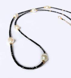 Sautoir or perles deau douce & spinelles noires