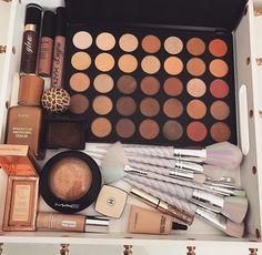 Images and videos of maquiagem Makeup Blog, Makeup Dupes, Skin Makeup, Makeup Cosmetics, Makeup Brushes, Makeup Kit, Makeup Eyeshadow, Makeup Goals, Love Makeup