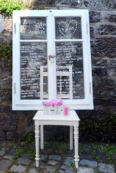 Hallo, Vintage! Gebt uns Spitzendeckchen, nostalgisches Porzellangeschirr und ein Meer aus Blüten – und wir sind begeistert! Marion und Thorsten Schauder von Deko&Design haben genau das getan und die vielen kleinen Besonderheiten ihrer Deko in farbenfrohen Bildern für uns festgehalten. http://www.weddingstyle.de/blog/?p=3666