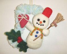 「ハンドメイドクリスマス2014」羊毛フェルトで、クリスマスのブーツとスノーマンの飾りを作ってみました。 縦18.5cmX横14cm ブーツは紙の型紙に毛糸を...|ハンドメイド、手作り、手仕事品の通販・販売・購入ならCreema。