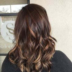 Grow out..what grow out. This color was done back in August! #balayage is a low maintenance color option. Everyone has busy schedules but you can most definitely squeeze in time for this! hair: @bethanykalyn