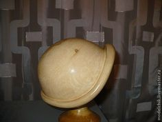 Купить или заказать 219 Болванка Шляпка 'Мери' в интернет-магазине на Ярмарке Мастеров. Болванка для формирования шляпки. Болванка изготавливается из цельной липы (несмолистая древесина). Болванка покрывается несколькими составами для увеличения срока использования. Финишное покрытие болванки - лак.