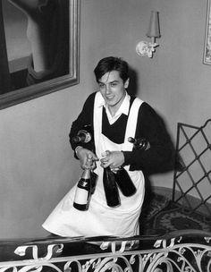 Livraison de champagne par Delon.  Vintage photography