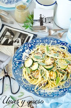 Calabacines con pasta y pesto salvia y nueces Courgettes with pasta and sage pesto with walnuts