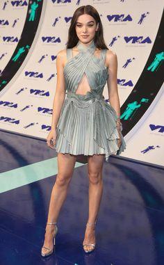 Hailee Steinfeld: MTV Video Music Awards 2017: Red Carpet Arrivals atelier versace spring 2017