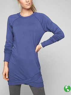 Indulge your inner fashionista with cool, casual dresses from Athleta. Our cute dresses keep up with your busy agenda. Casual Dresses, Fashion Dresses, Long Down Coat, Old Navy Leggings, Red Turtleneck, Look Thinner, Black Tunic, Sweatshirt Dress, Women Wear