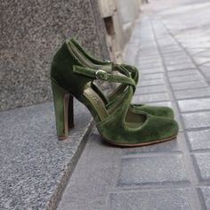 Salomadrid - A la carte shoes - Shoes with Soul - Salomadrid – A la carte shoes – Shoes with Soul Salomadrid – A la carte shoes – Shoes with - Dream Shoes, New Shoes, Green High Heels, Zapatos Shoes, Buy Shoes Online, Looks Chic, Wedding Shoes, Wedding High Heels, Pretty Shoes