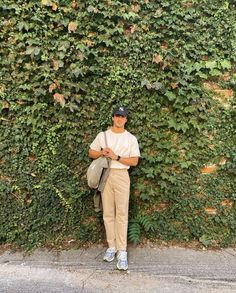 Fashion Mode, Aesthetic Fashion, Aesthetic Clothes, Retro Outfits, Vintage Outfits, Stylish Mens Outfits, Casual Outfits, Beige Hose, Black Men Street Fashion