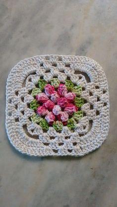 Como fazer caminho de mesa de crochê Crochet Tunic Pattern, Crochet Stitches Patterns, Crochet Motif, Knit Crochet, Crochet Granny Square Afghan, Crochet Squares, Crochet Sunflower, Crochet Flowers, Crochet Pillow Cases