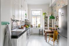 Vintage kitchen by Vintagefabriken Studio