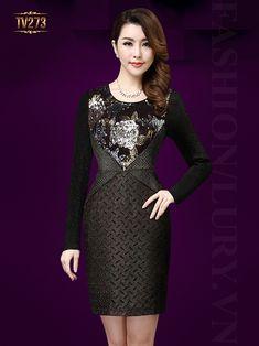 Mẫu đầm body màu đen thân trước kết hạt đính cườm sang trọng TV273 Versace, Hong Kong Fashion, Drop Dead Gorgeous, Bodycon Dress, Satin, Mom, Formal Dresses, Womens Fashion, Casual