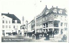 Østfold fylke Fredrikstad FREDRIKSSTAD. To kort: Ett torvmotiv med mye folk Utg J.H.Küenholdt tidlig 1900-tallet