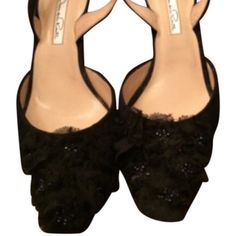 NEW without box! Oscar de la Renta Slingbacks-05 Loveeeeee these shoes! Never worn other than tried on. I would love to keep these but they are just a little too snug. These would go great with formal wear.📦Purchase by 4:00 pm Central Time for same day shipping. Oscar de la Renta Shoes Heels