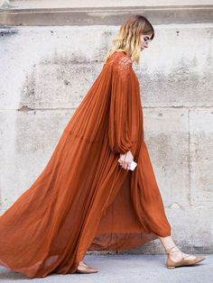 Caramel-colored shoes & hair look perfect with such a rich cinnamon dress, don't they?