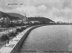 Foto da praia de Botafogo, sem praia, pois ela é artificial da década de 60, tirada do pavilhão de regatas que existia no meio da orla .
