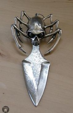 Spider skull blade...omg where to pin...with skulls or spiders??