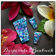 Confetti lucite earrings and brooch set   by desperatebeatnik, €20.00