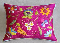 Deborah Kemball& Trapunto work - done from the front of the quilt Cushion Embroidery, Felt Embroidery, Hand Embroidery Designs, Applique Designs, Embroidery Patterns, Patchwork Quilting, Applique Quilts, Sewing Crafts, Sewing Projects