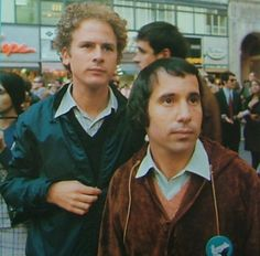 Beautiful Art and Paul. Classic Rock And Roll, Rock N Roll, Call Me Al, Simon Garfunkel, Dynamic Duos, Paul Simon, Idole, Iconic Photos, Famous Couples