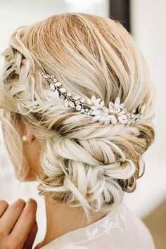 Sort and pretty wedding updo bridal hairstyle - H&M - Wedding Hairstyles Bridal Hair And Makeup, Hair Makeup, Blonde Bridal Hair, Diy Bridal Hair, Bridal Make Up, Romantic Wedding Hair, Hair Wedding, Hairstyle Wedding, Boho Wedding