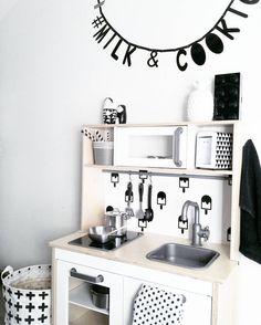 Ikea keuken zwartwitwonen speelgoedkeuken letter slinger duktig