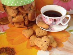 Καρδούλες κουλουράκια με τριμμένη κουβερτούρα - Daddy-Cool.gr Biscuits, Recipies, Cookies, Mugs, Tableware, Cake, Sweet, Desserts, Food