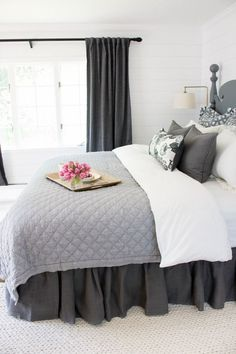 Love the ruffled bedskirt used in this master bedroom makeover #bedroom #bedskirt #bedrooms #bedding #quilt