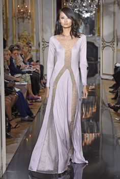 Lavender colored floor-lenght gown....the top attraction of the Loris Azzaro collection..I love it...:)  #lorisazzaro #runway #catwalk #style #fashion #trends #pastels