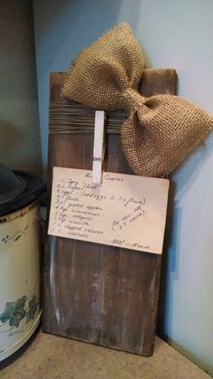 New pallet wood picture frames wooden signs 44 Ideas Picture Frame Crafts, Wood Picture Frames, Picture On Wood, Picture Wall, Reclaimed Wood Projects, Diy Pallet Projects, Pallet Ideas, Burlap Projects, Wood Pallets