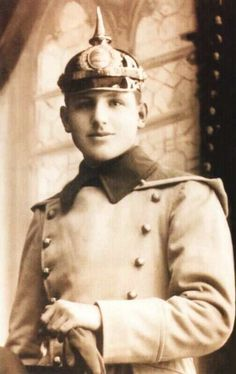 Original picture of Juan Domingo Peron Military Officer, Military Academy, President Of Argentina, Cult Of Personality, Cultura General, South America Travel, World War I, Popular Culture, Vintage Pictures