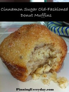 Love donuts and muffins? Try Cinnamon-Sugar Old Fashioned Donut Muffins! (I made them as mini muffins and they look like little donut holes. Donut Muffins, Donuts, Mini Muffins, Köstliche Desserts, Delicious Desserts, Dessert Recipes, Yummy Food, Muffin Recipes, Baking Recipes
