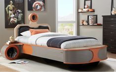 Star Wars kids' furniture collection lets your tyke sleep like a Jedi Tuck your little one in with the Millennium Falcon, an X-wing fighter or a landspeeder from Rooms To Go's line of Star Wars furniture for kids. Star Wars Bett, Star Wars Furniture, Furniture Market, Furniture Outlet, Deco Cool, Star Wars Bedroom, Star Wars Kids, Kids Bedroom Furniture, Office Furniture