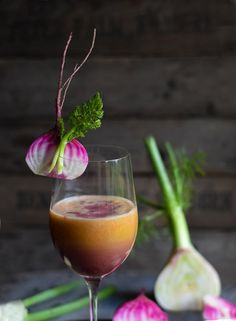 Birnen-Apfel-Karottensaft mit Fenchel und Rote Bete-Orangen Schuss Superfood, Cocktail Drinks, Alcoholic Drinks, Juicing Benefits, Healthy Juices, 30 Minute Meals, Spring Recipes, Pina Colada, Smoothie Recipes