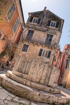 Corfu, Kerkyra, Greece......the venice well!!!! Helaas door de crisis is dit top restaurantje gesloten!!! Good Memories!!!