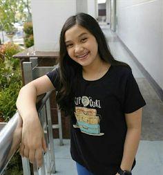 Kumpulan foto Naisa Alifia Yuriza (N.A.Y) Casual Hijab Outfit, Indonesian Girls, I Am A Queen, Photo Logo, Youtubers, Kaftan, T Shirts For Women, Guys, Hair