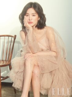Song Hye Kyo shows her elegance in 'ELLE Korea' Jung So Min, Song Hye Kyo Hair, Song Hye Kyo Style, Korean Drama Songs, Korean Actresses, Celebs, Celebrities, Poses, Scandal