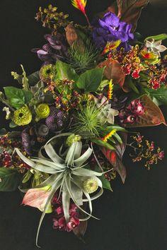 Staff blog: 12月の店内とお花