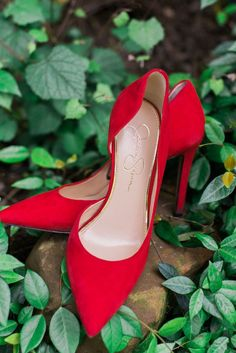 There's something about a pair of bright red heels that can pull together any outfit! (Source: The Knot)