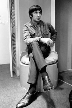 #Sixties   George Best in his fashion boutique, 1967