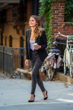 Pin for Later: 13 Times Keri Russell Oozed Cool, Laid-Back City Girl When She Took Her Coffee With Cream, Sugar, and a Quick Runway Strut Down the Sidewalk